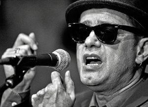 El cantante Santiago Auseron