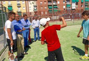 Rafael van Grieken Salvador visita los centros polideportivos.