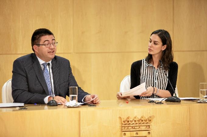 Rita Maestre, portavoz del Gobierno Municipal y Carlos Sánchez Mato, delegado Área Economía y Hacienda.