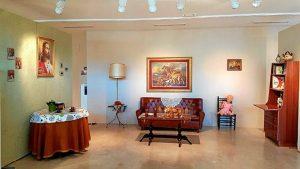 Salón de los años 70 recreado en la exposición 'Yo soy de Pinto'.