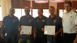 Los agentes han sido nombrados bomberos honorarios de Puerto Rico.