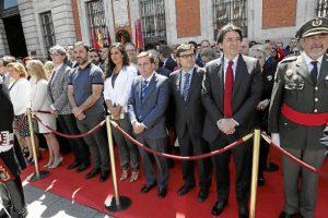 Entre los condecorados, Red NATURA 2000, seis institutos de Enseñanza Secundaria históricos de Madrid, el patinador Javier Fernández y el cantante Alejandro Sanz.